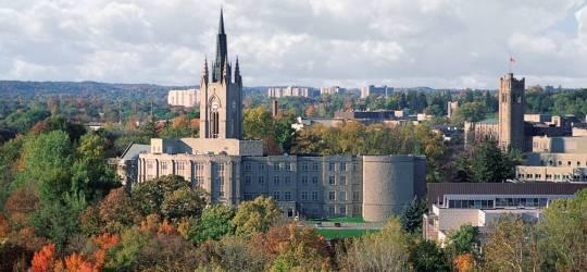 """加拿大一流的住宿大学""""而努力"""