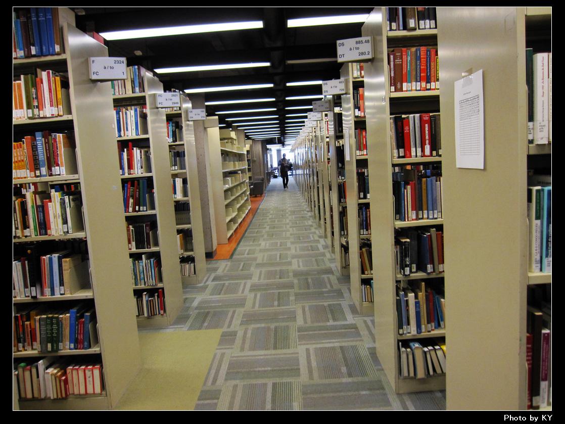 学校的图书馆一角